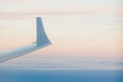 Landschap boven de de vleugelvlucht van de wolkenzonsondergang Royalty-vrije Stock Fotografie