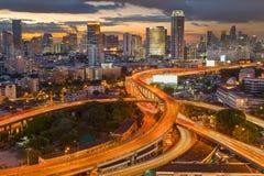 Landschap dat modern bedrijfsdistrict van Bangkok bouwt S-vormig Royalty-vrije Stock Foto's