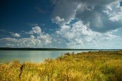 Landschap dichtbij de rivier Stock Afbeeldingen