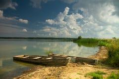 Landschap dichtbij de rivier Stock Foto's