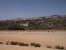 Landschap die de vallei van tempels omringen, Agrigento, Sicilië royalty-vrije stock fotografie