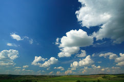 Landschap en blauwe hemel stock fotografie