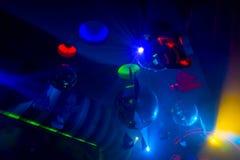 Landschap en verlichtingsmateriaal in een nachtclub Stock Fotografie