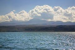 Landschap Meer Sevan in dag Armenia Royalty-vrije Stock Foto