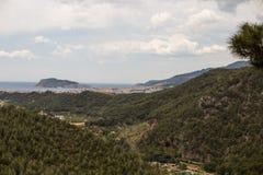 Landschap met bergen en overzees royalty-vrije stock fotografie