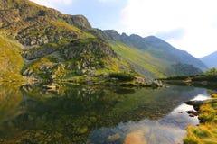Landschap met bergmeer royalty-vrije stock afbeelding