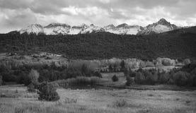 Landschap met blauwe hemel en bomen in Colorado Stock Foto's