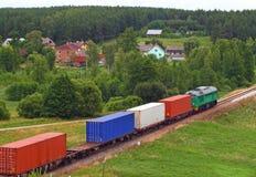 Landschap met containertrein stock foto's