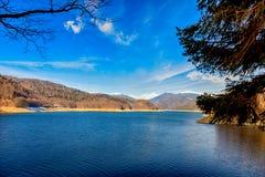 Landschap met dammeer Vidraru, in Roemenië Royalty-vrije Stock Afbeelding