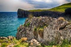 landschap met de oceaankust in Asturias, Spanje Stock Foto