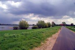 Landschap met de rivier IJssel stock afbeelding