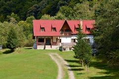 Landschap met een chalet royalty-vrije stock fotografie