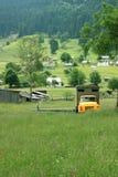 Landschap met een gebroken auto Royalty-vrije Stock Afbeeldingen