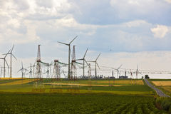 Landschap met een landbouw en windlandbouwbedrijf Royalty-vrije Stock Fotografie