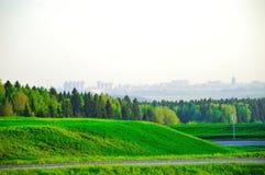 Landschap met een mening van de stad Royalty-vrije Stock Foto's