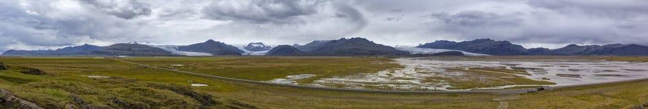 Landschap met een rivier in IJsland stock foto