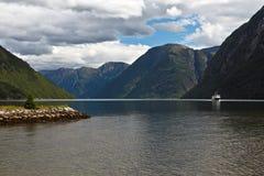 Landschap met fjord Stock Afbeeldingen