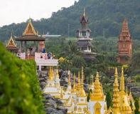 Landschap met gebouwen in park van Nong Nooch (Pa stock afbeelding