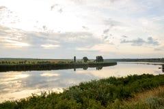 Landschap met kleine rivier op steppe Stock Foto's
