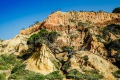 Landschap met Klip en Duinen bij het Strand dichtbij Albufeira Portu Royalty-vrije Stock Afbeelding