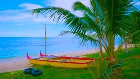Landschap met meer en bomen || boot op het strand 2019 stock fotografie