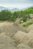 Landschap met modderige heuvels en bergen royalty-vrije stock fotografie