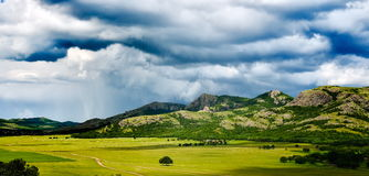 Landschap met mooie bewolkte hemel in Dobrogea, Roemenië Royalty-vrije Stock Fotografie