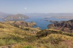 Landschap met Nurek-Reservoir dichtbij Dushanbe in Tadzjikistan stock foto
