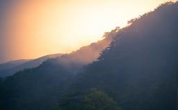 Landschap met oranje wolken Stock Foto's