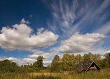 Landschap met oud huis Stock Afbeelding