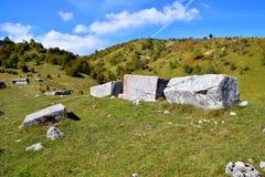 Landschap met oude grafstenen Stock Afbeeldingen