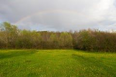 Landschap met regenboog royalty-vrije stock afbeeldingen