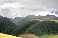 Landschap met regenboog van de Dolomietbergen, Italië Stock Afbeeldingen