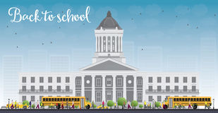 Landschap met schoolbus, de schoolbouw en mensen Stock Afbeelding