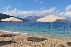 Landschap met strand en parasols Royalty-vrije Stock Fotografie