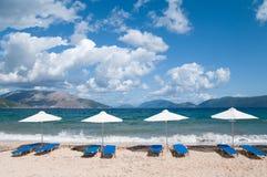 Landschap met strand en parasols Royalty-vrije Stock Afbeeldingen