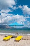 Landschap met strand en parasols Stock Afbeelding