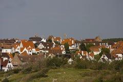 Landschap met Vlaamse huizen stock afbeeldingen