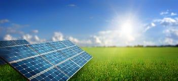 Landschap met zonnepaneel Stock Foto
