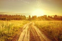 Landschap met zonsopgang en weg stock foto
