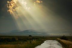De stralen van de zon na regen Stock Afbeeldingen
