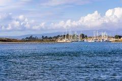 Landschap in Moss Landing-haven, Monterey-Baai, Californië; overzees stock afbeeldingen