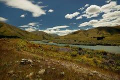 Landschap Nieuw Zeeland - Zuideneiland - landschap dichtbij Zuidelijke Alpen, blauwe hemel met wolken Royalty-vrije Stock Afbeelding