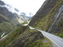 Landschap op de `-Doodsweg `, Berg Biking in Bolivië Stock Afbeeldingen