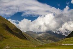 Landschap op de Georgische heuvel, Georgië Stock Afbeelding