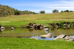 Landschap op de golfcursus. stock afbeeldingen