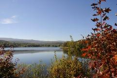 Landschap, prachtig kleurrijk meer stock fotografie