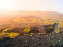 Landschap rond Markarfljotsgljufur-Kloof met wilde Markarfljot-Rivier Een deel van Laugavegur-sleep, IJsland royalty-vrije stock foto's