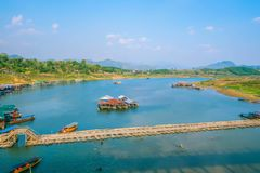 Landschap in Songgaria-het Districtskanchanaburi van riviersangkhla Buri stock foto's