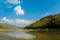 Landschap tijdens Megokng-cruise Laos Royalty-vrije Stock Foto's
